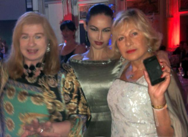 Valeriana Mariani Donna Impresa Magazine con gli ospiti Gran Ballo Viennese Roma 2013 – Gala Charity con Cecilia Villani Bianca Maria Caringi Luccibelli e  (12)